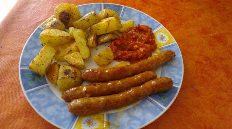 Rostiljska kobasica mit Patatas Bravas, Lammwürste - Cevapcici