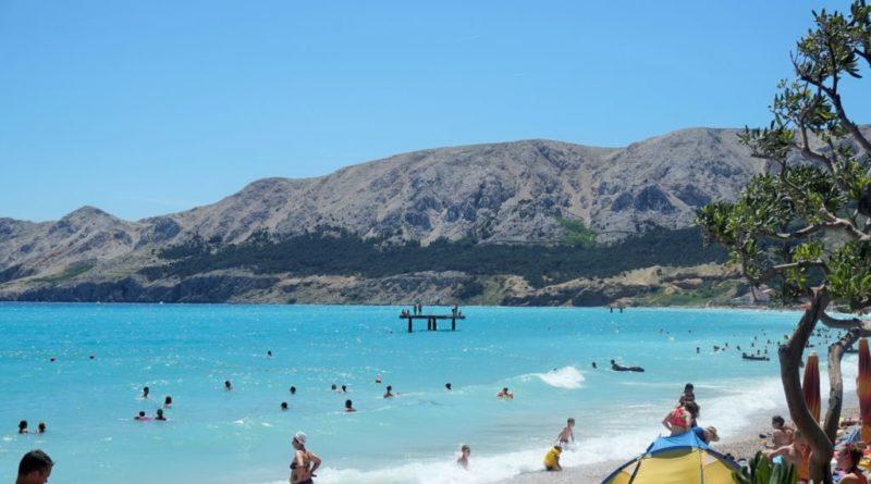 schöner Strand baska kroatien