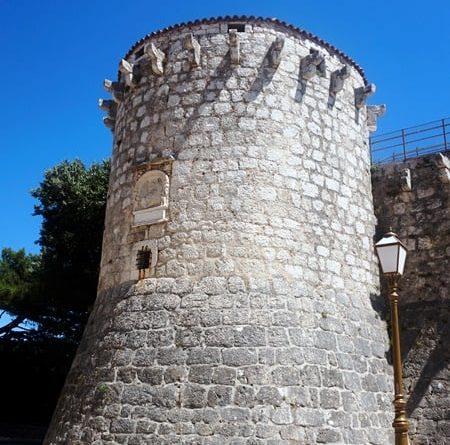 kreisförmiger Turm stadt krk
